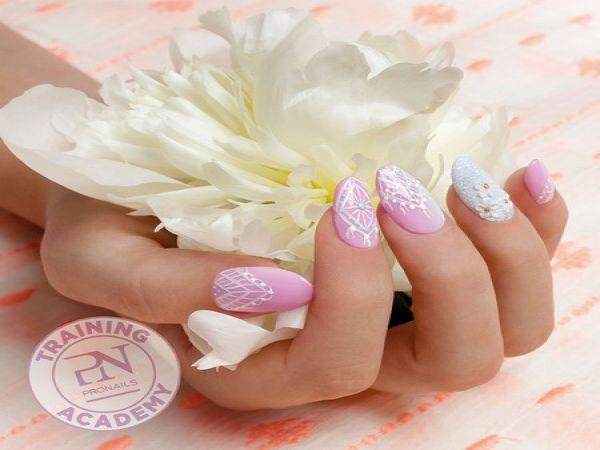 Formación como diseñadora de uñas en ProNails Suiza