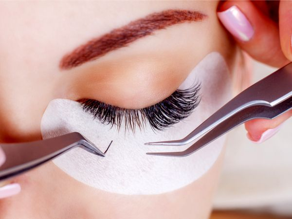 Eyelash extensions with mascara effect