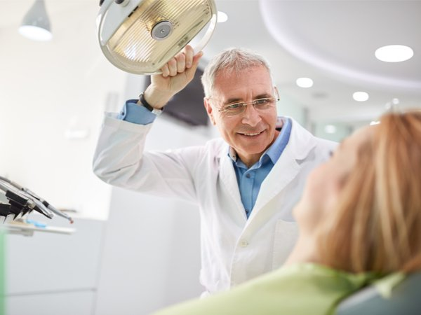 Higiene dental incluyendo examen dental.