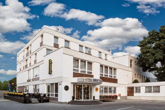 3 Tage zu zweit im 4**** Hotel Golf Prag in der Stadt an der Moldau erleben