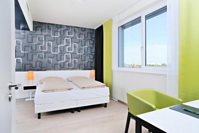 3 Tage zu zweit im Harry's Home Hotel München Moosach erleben & 2 Tageskarten für die Therme Erding