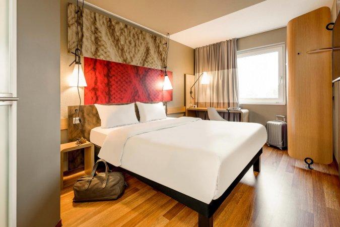 3 Tage Kurzurlaub für 2 im 3* Hotel ibis München Messe & 2 Eintrittskarten für die Bavaria Filmstadt