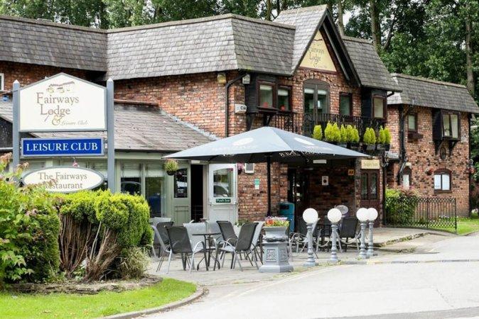 3 Tage für 2 im 3* Fairways Lodge & Leisure Club in Manchester erleben