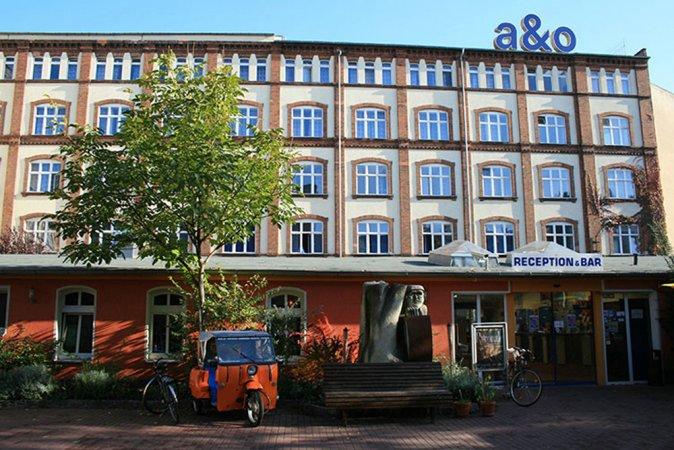 Kiez Kurzurlaub zu zweit im a&o Berlin Friedrichshain & 2 Eintrittskarten für den Filmpark Babelsberg