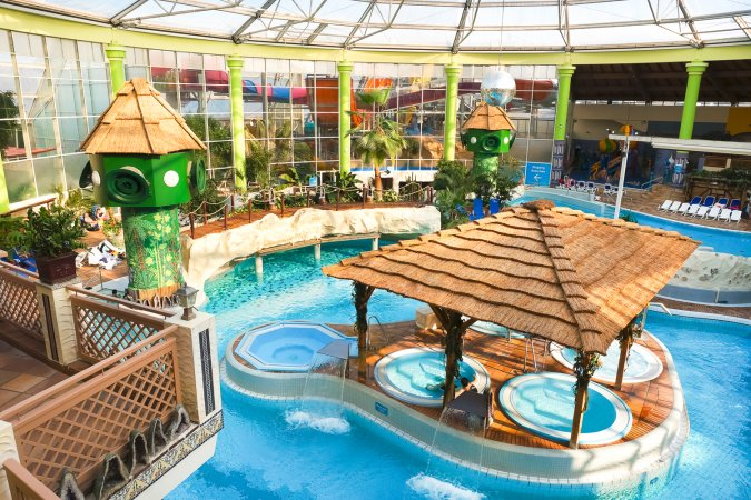 4 Tage Kurzurlaub zu zweit in Köln im V8 Hotel Köln @Motorworld inkl. 2 Tageskarten für das AQUALAND Köln