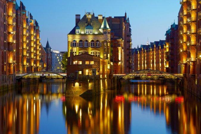 4 Tage Kurzurlaub zu zweit im a&o Hamburg Hammer Kirche & 2 Tickets für die Genuss- & Erlebnis- Speicherstadttour