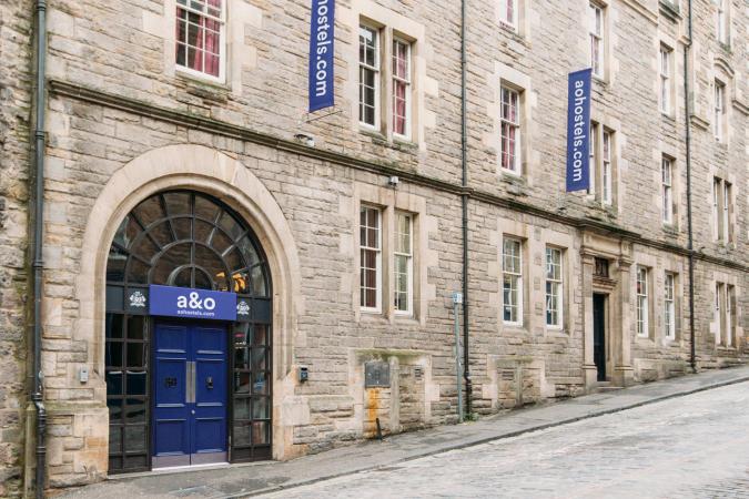 Städtereise zu zweit nach Schottland im a&o Hotel Edinburgh City