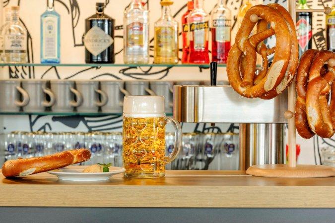 Kurzurlaub für 2 im 3* Hotel ibis München Messe & 2 Eintrittskarten für die Bavaria Filmstadt