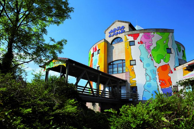 Kurzurlaub zu zweit im a&o Köln Dom & 2 Tickets für das Aqualand Köln