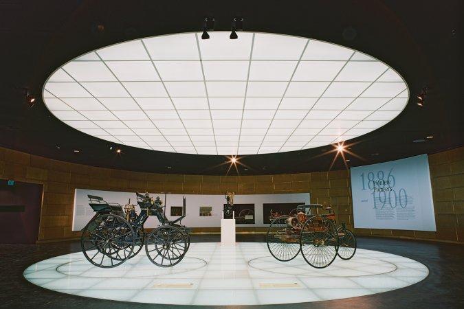 4 Tage Kurzurlaub zu zweit in Stuttgart im a&o Stuttgart City & 2 Tickets für das Mercedes-Benz Museum